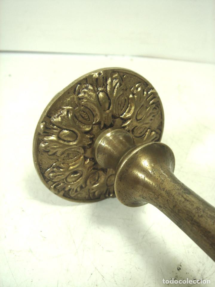 Antigüedades: CANDELABRO BRONCE DORADO-SIGLO XIX-PARA VELAS-CON RECOGE CERA-CANDELERO CIRIAL IGLESIA - Foto 3 - 278177563