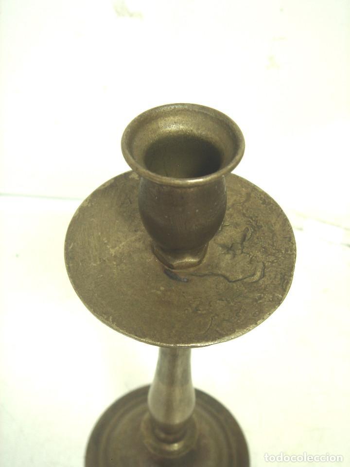 Antigüedades: CANDELABRO BRONCE DORADO-SIGLO XIX-PARA VELAS-CON RECOGE CERA-CANDELERO CIRIAL IGLESIA - Foto 5 - 278177563