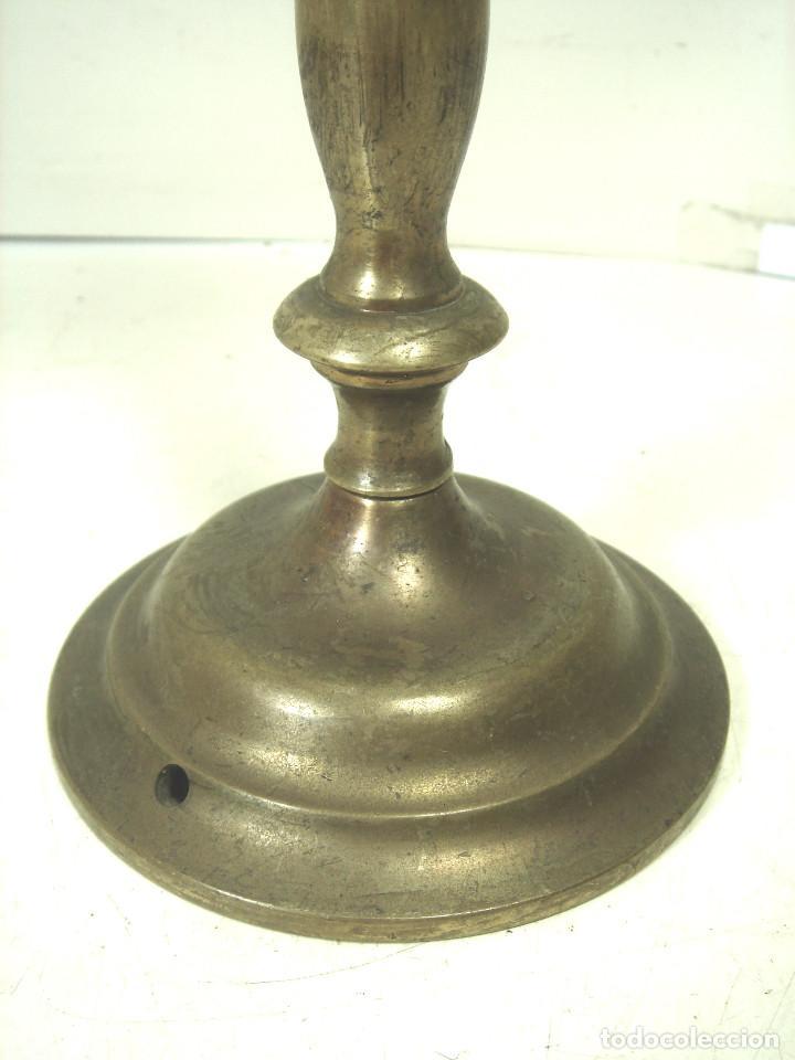 Antigüedades: CANDELABRO BRONCE DORADO-SIGLO XIX-PARA VELAS-CON RECOGE CERA-CANDELERO CIRIAL IGLESIA - Foto 7 - 278177563