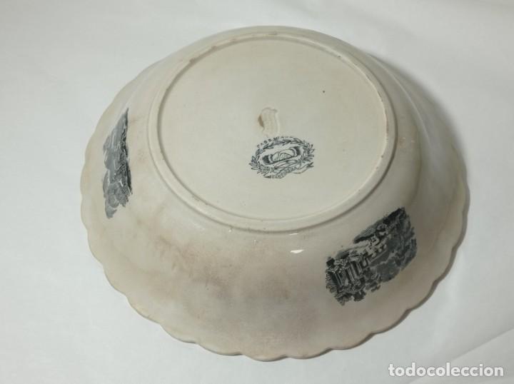 Antigüedades: Fuente gallonada loza estampada en negro caza del león sellos Valarino Cartagena la amistad Murcia - Foto 5 - 278179043