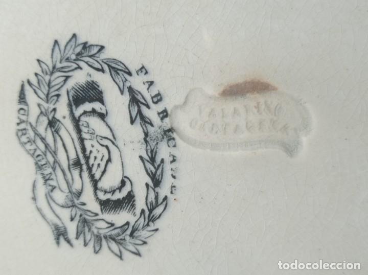 Antigüedades: Fuente gallonada loza estampada en negro caza del león sellos Valarino Cartagena la amistad Murcia - Foto 6 - 278179043