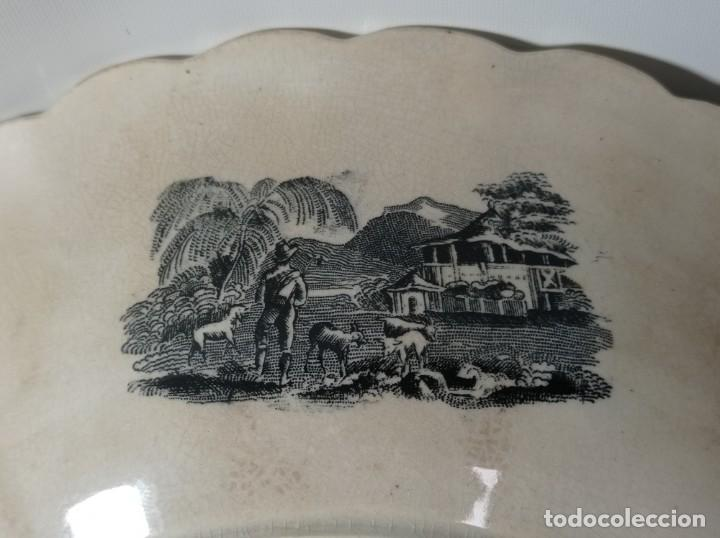 Antigüedades: Fuente gallonada loza estampada en negro caza del león sellos Valarino Cartagena la amistad Murcia - Foto 9 - 278179043