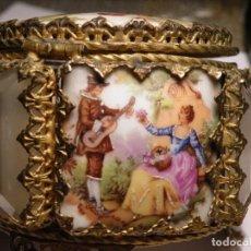 Antigüedades: LIMOGES FRAGONARD. 4 GRABADOS. NÁCAR. JOYERO EXCASO. (ELCOFREDELABUELO). Lote 278289798