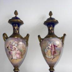 Antigüedades: PAREJA DE JARRONES DE PORCELANA FRANCESA SEVRES. S.XIX.. Lote 278324818