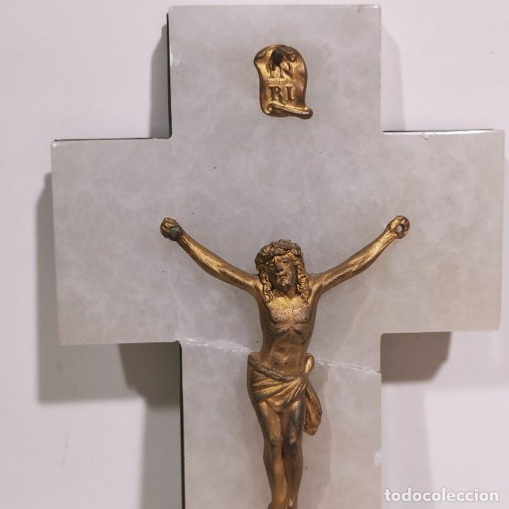 Antigüedades: ANTIGUA BENDITERA RELIGIOSA CON UN CRUCIFIJO - EN MÁRMOL Y LATÓN - MUY CURIOSA - DE COLECCIÓN - Foto 2 - 278391303