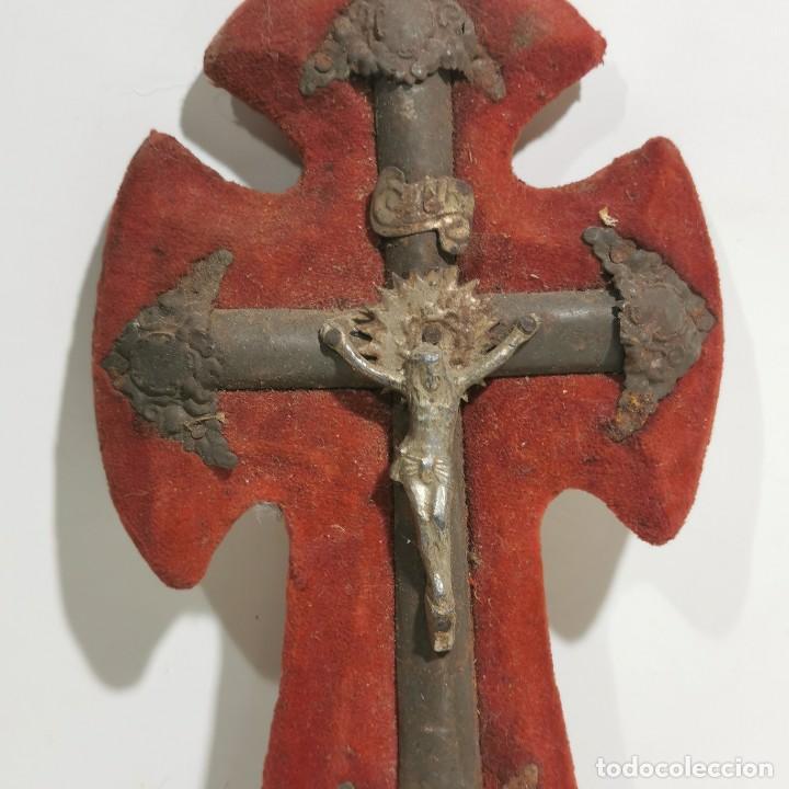 Antigüedades: ANTIGUA BENDITERA RELIGIOSA CON UN CRUCIFIJO - EN MADERA Y METALES - SIGLO XIX - MUY CURIOSA - Foto 2 - 278393873