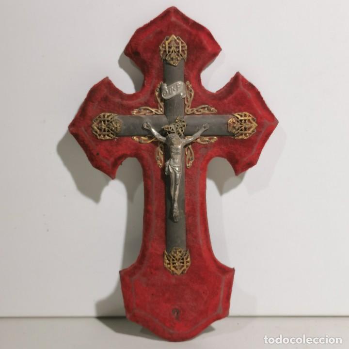 ANTIGUA BENDITERA RELIGIOSA CON UN CRUCIFIJO - EN MADERA Y METALES - SIGLO XIX - MUY CURIOSA (Antigüedades - Religiosas - Benditeras)