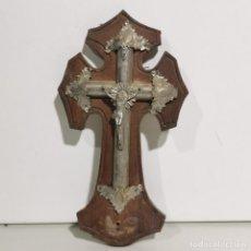 Antigüedades: ANTIGUA BENDITERA RELIGIOSA CON UN CRUCIFIJO - EN MADERA Y METALES - SIGLO XIX - MUY CURIOSA. Lote 278394753