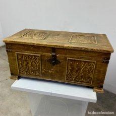 Antigüedades: ANTIGUO BAÚL DE MADERA. Lote 278410968