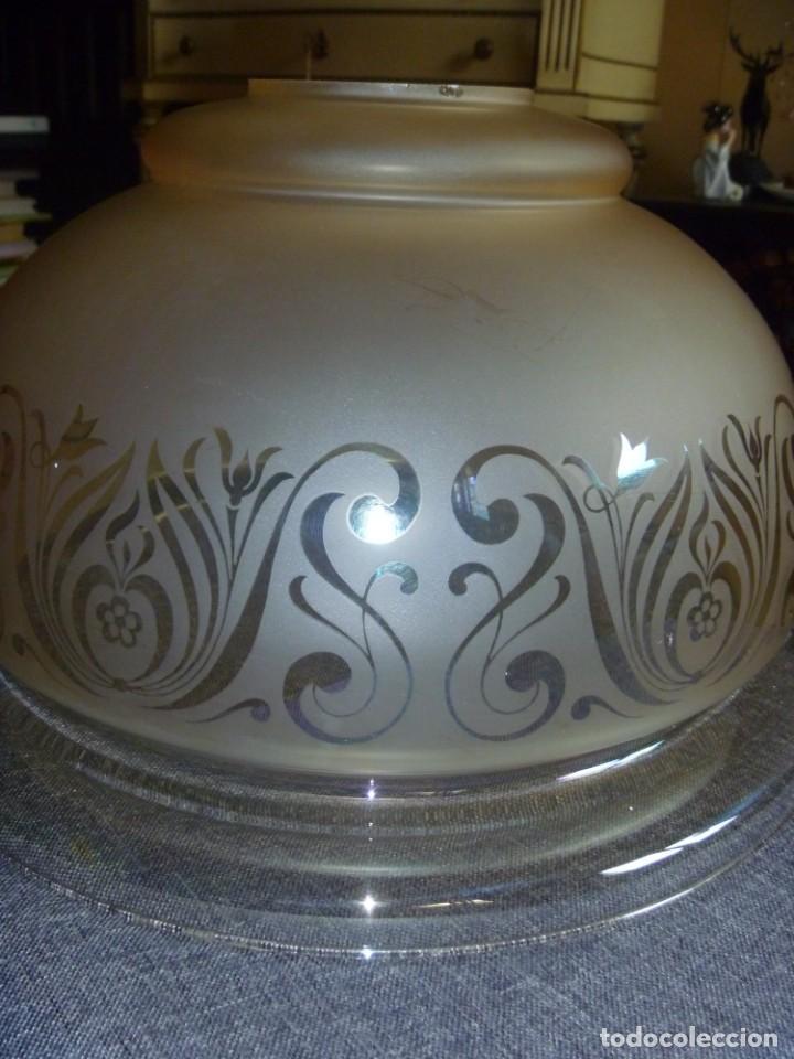 Antigüedades: ANTIGUA GRAN TULIPA DE CRISTAL GLASEADO GRABADO AL ÁCIDO PARA LAMPARA TECHO – 33 CM DIAMETRO - Foto 2 - 278450903