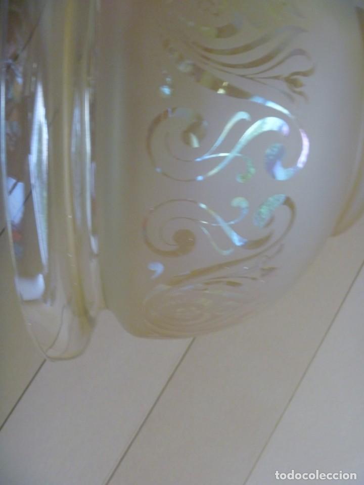Antigüedades: ANTIGUA GRAN TULIPA DE CRISTAL GLASEADO GRABADO AL ÁCIDO PARA LAMPARA TECHO – 33 CM DIAMETRO - Foto 5 - 278450903