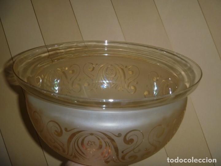 Antigüedades: ANTIGUA GRAN TULIPA DE CRISTAL GLASEADO GRABADO AL ÁCIDO PARA LAMPARA TECHO – 33 CM DIAMETRO - Foto 11 - 278450903