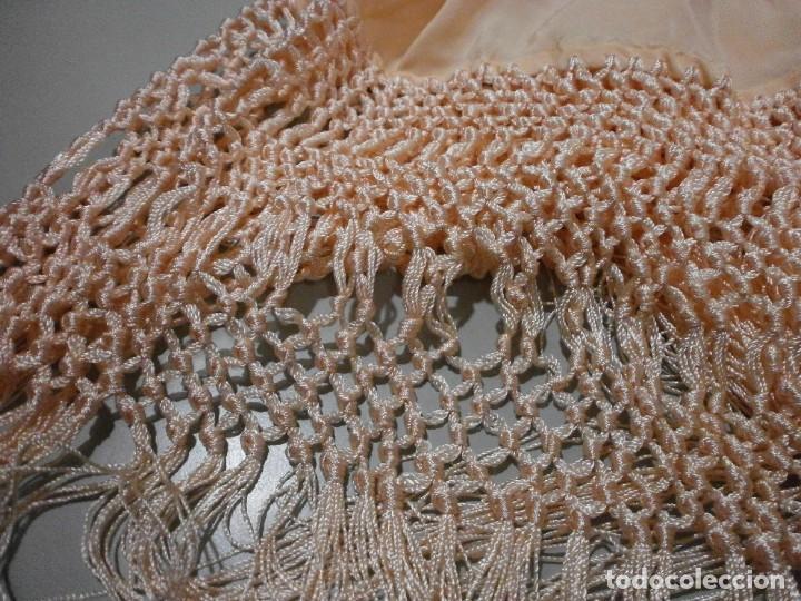 Antigüedades: precioso manton de manila rosa palo o salmon claro bordado por los dos lados flores - Foto 11 - 278454593