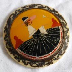 Antigüedades: PRECIOSA POLVERA VIDRIO PINTADO A MANO FIRMA GIBY Y PASTA SIMIL MARFIL, MADE IN FRANCIA. Lote 278486378