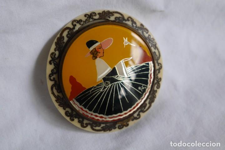 Antigüedades: Preciosa polvera vidrio pintado a mano firma Giby y pasta simil marfil, Made in Francia - Foto 4 - 278486378