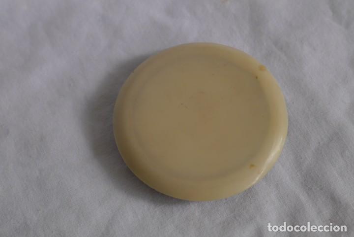 Antigüedades: Preciosa polvera vidrio pintado a mano firma Giby y pasta simil marfil, Made in Francia - Foto 5 - 278486378