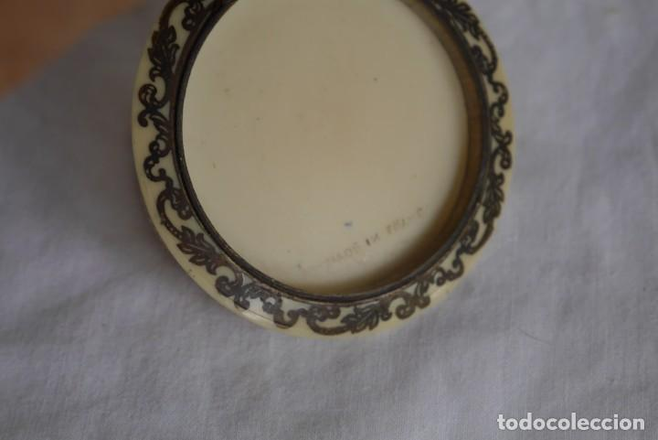 Antigüedades: Preciosa polvera vidrio pintado a mano firma Giby y pasta simil marfil, Made in Francia - Foto 9 - 278486378