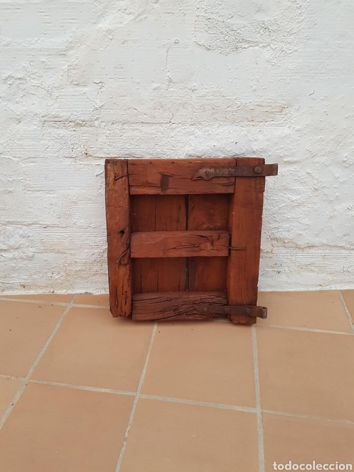 Antigüedades: Ventana antigua con clavos antiguos de forja siglo XVII - XVIII Aprox - Foto 2 - 278533133