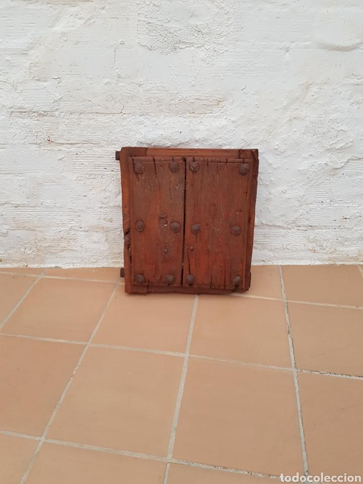 VENTANA ANTIGUA CON CLAVOS ANTIGUOS DE FORJA SIGLO XVII - XVIII APROX (Antigüedades - Muebles Antiguos - Bargueños Antiguos)