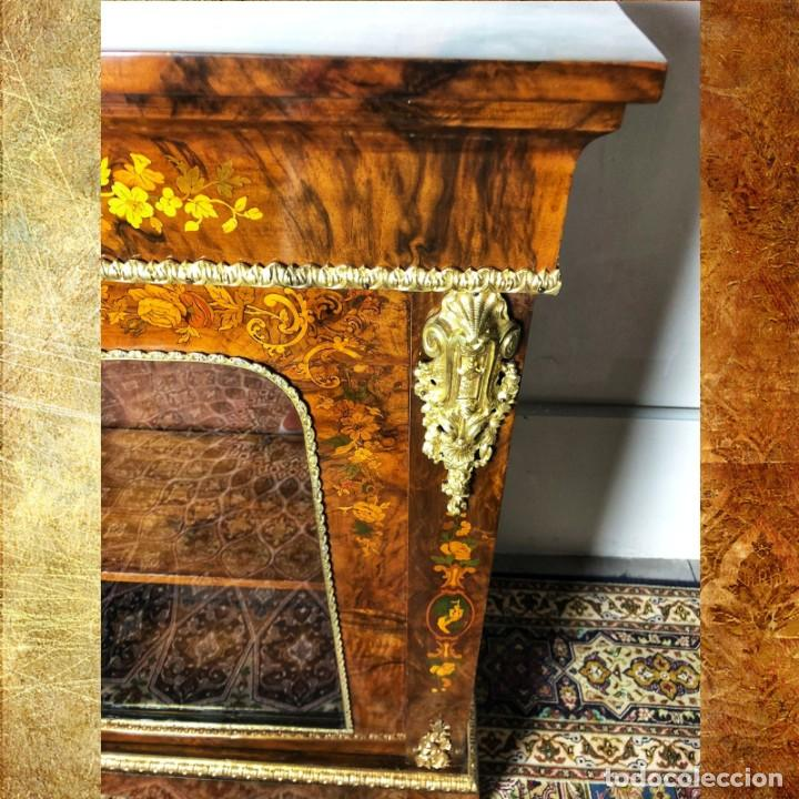 VITRINA LUIS XVI EN RAIZ Y PLUMA DE NOGAL SIGLO XVIII (Antigüedades - Muebles Antiguos - Vitrinas Antiguos)
