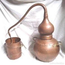 Antigüedades: ALAMBIQUE DESTILADOR AÑOS 30 COBRE BATIDO MARTELE. MED. 56 CM ALTURA. Lote 278547798