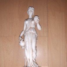 Antigüedades: FIGURA DE MUJER ROMANA REALIZADA EN MARMOLINA SOBRE BASE DE MÁRMOL. VER DESCRIPCIÓN. Lote 278624833