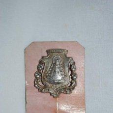 Antigüedades: MEDALLA DE ALFILER DE LA VIRGEN DEL ROCIO. Lote 278639453