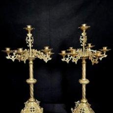 Antigüedades: PAREJA DE CANDELABROS DORADOS. Lote 278694653