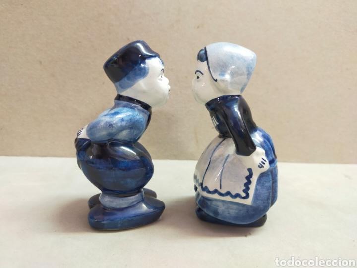 SALERO Y PIMENTERO PAREJA DE NIÑOS, PORCELANA HOLANDESA DELFTS. 10 CM. (Antigüedades - Porcelana y Cerámica - Holandesa - Delft)