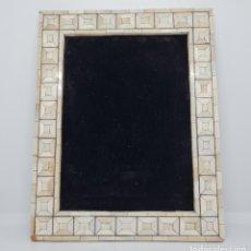Antigüedades: PRECIOSO MARCO PORTAFOTOS REALIZADO CON PIEZAS DE MARFIL GENUINO. Lote 278817043