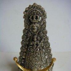 Antigüedades: FIGURA DE LA IMAGEN DE LA VIRGEN DEL ROCIO METALICA-CAJ-Nº-25. Lote 278819013
