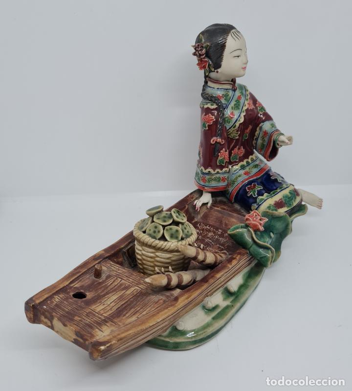 Antigüedades: PRECIOSA Y ANTIGUA ESCULTURA ORIENTAL POLICROMADA CON LEYENDA Y CUÑO,CHINA,JAPON??? - Foto 3 - 278820248
