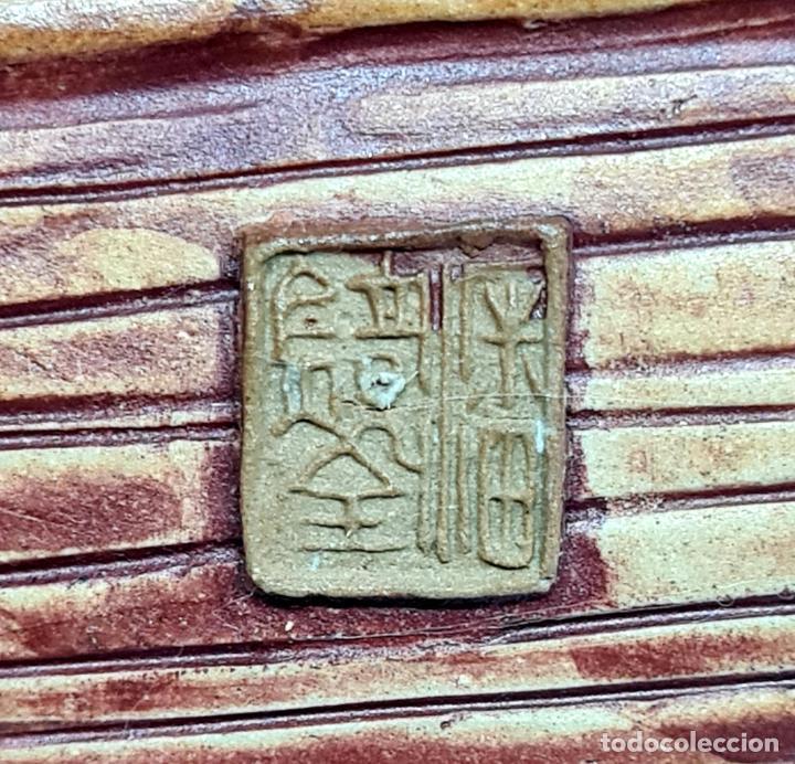 Antigüedades: PRECIOSA Y ANTIGUA ESCULTURA ORIENTAL POLICROMADA CON LEYENDA Y CUÑO,CHINA,JAPON??? - Foto 7 - 278820248