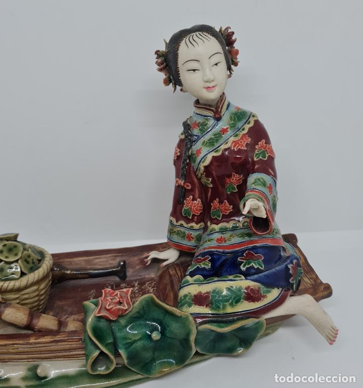 Antigüedades: PRECIOSA Y ANTIGUA ESCULTURA ORIENTAL POLICROMADA CON LEYENDA Y CUÑO,CHINA,JAPON??? - Foto 8 - 278820248
