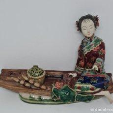 Antigüedades: PRECIOSA Y ANTIGUA ESCULTURA ORIENTAL POLICROMADA CON LEYENDA Y CUÑO,CHINA,JAPON???. Lote 278820248