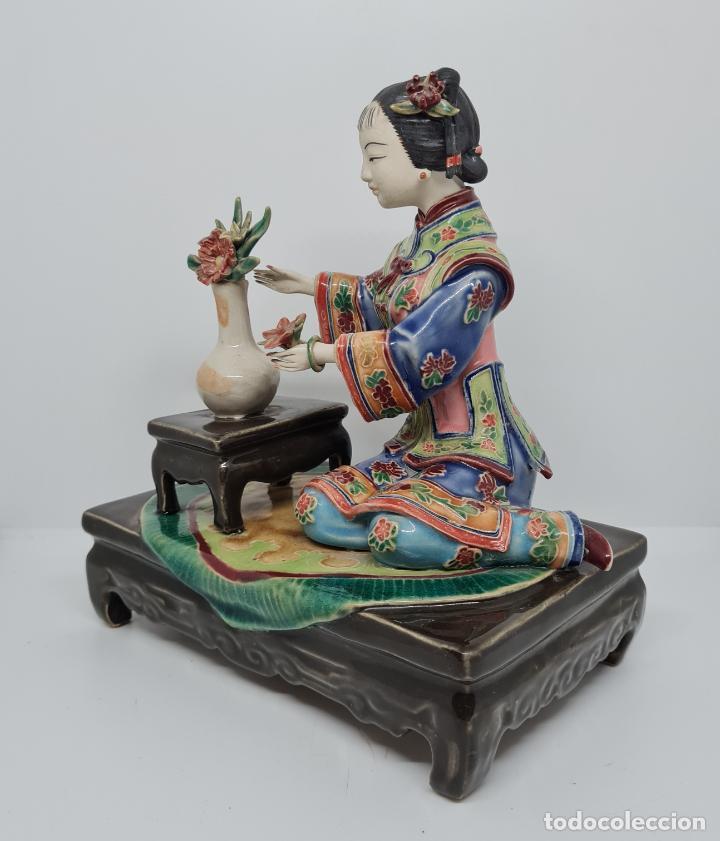Antigüedades: PRECIOSA Y ANTIGUA ESCULTURA ORIENTAL POLICROMADA CON LEYENDA Y CUÑO,CHINA,JAPON??? - Foto 3 - 278822388