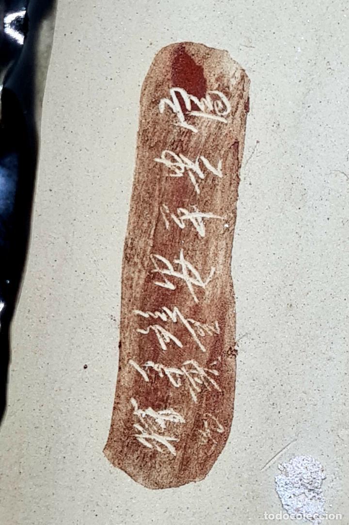 Antigüedades: PRECIOSA Y ANTIGUA ESCULTURA ORIENTAL POLICROMADA CON LEYENDA Y CUÑO,CHINA,JAPON??? - Foto 6 - 278822388