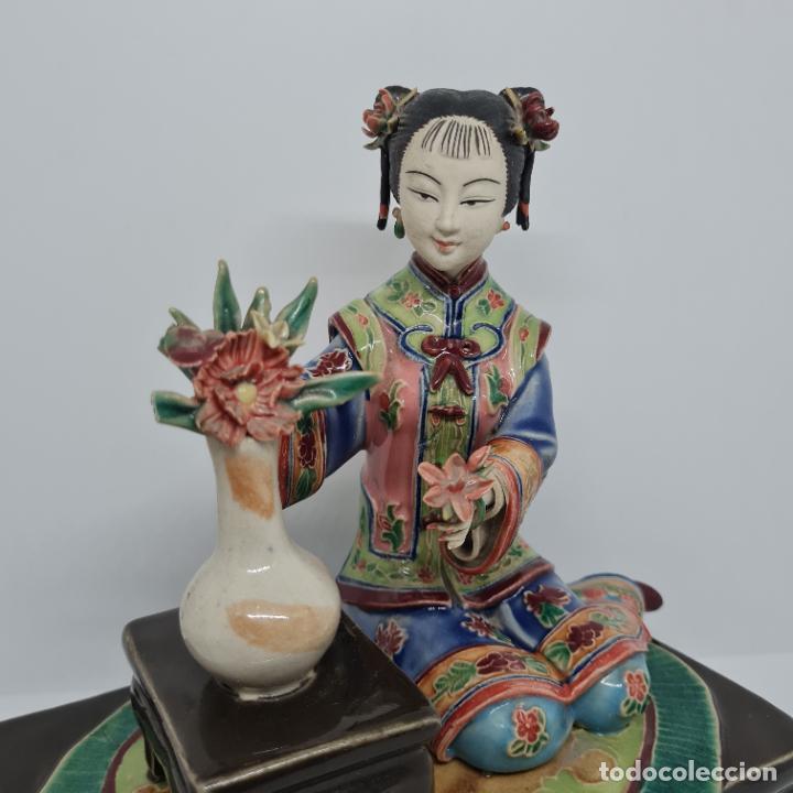 Antigüedades: PRECIOSA Y ANTIGUA ESCULTURA ORIENTAL POLICROMADA CON LEYENDA Y CUÑO,CHINA,JAPON??? - Foto 8 - 278822388