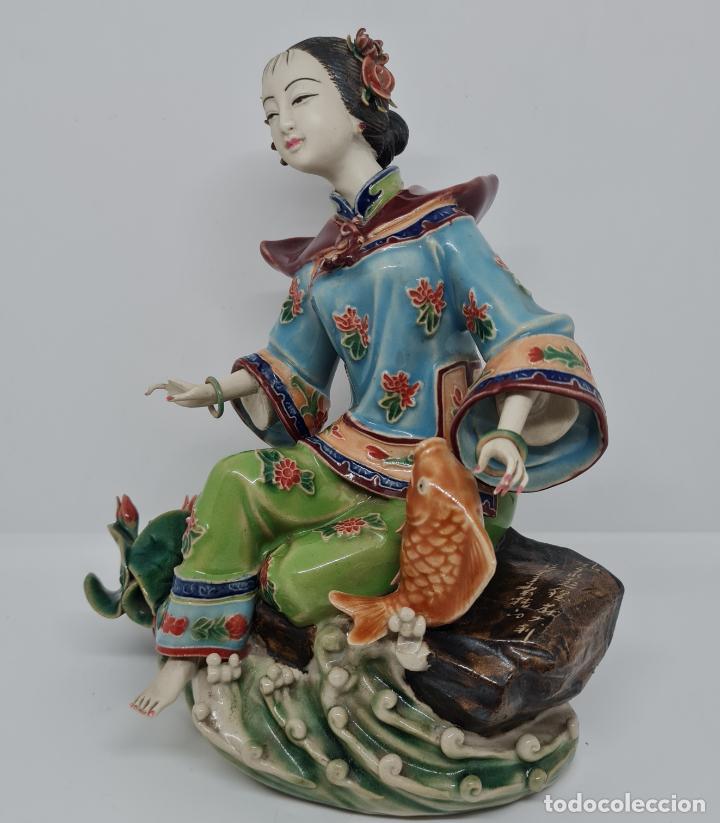 Antigüedades: PRECIOSA Y ANTIGUA ESCULTURA ORIENTAL POLICROMADA CON LEYENDA Y CUÑO,CHINA,JAPON??? - Foto 3 - 278826238