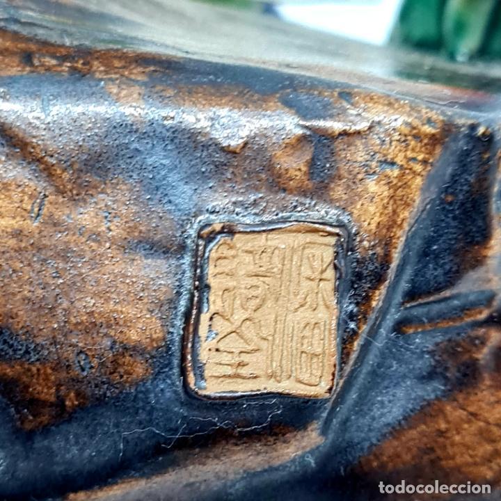 Antigüedades: PRECIOSA Y ANTIGUA ESCULTURA ORIENTAL POLICROMADA CON LEYENDA Y CUÑO,CHINA,JAPON??? - Foto 7 - 278826238