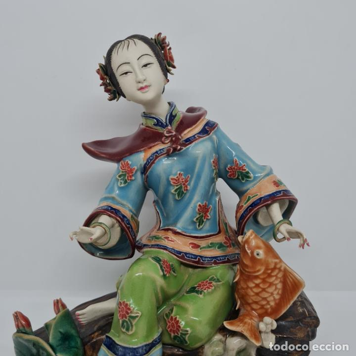 Antigüedades: PRECIOSA Y ANTIGUA ESCULTURA ORIENTAL POLICROMADA CON LEYENDA Y CUÑO,CHINA,JAPON??? - Foto 8 - 278826238