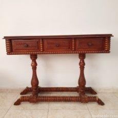 Antigüedades: PRECIOSA CONSOLA TALLADA Y TORNEADA. Lote 278869873