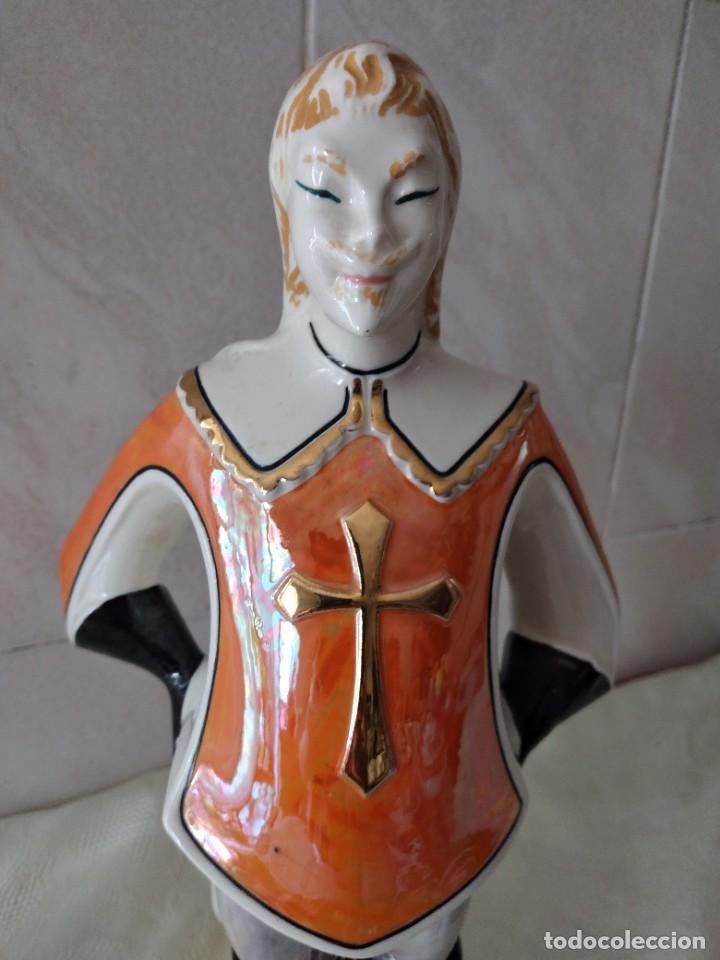 Antigüedades: Antigua botella de licor bisso de porcelana canova padova italy,imagen mosquetero - Foto 2 - 278932418