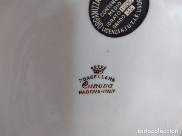 Antigüedades: Antigua botella de licor bisso de porcelana canova padova italy,imagen mosquetero - Foto 9 - 278932418
