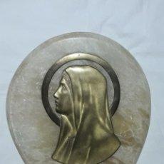 Antigüedades: PRECIOSA ANTIGUA GRAN PILA BENDITERA DE MÁRMOL Y BRONCE LA VIRGEN MARÍA 32X23CM AÑOS 40/50. Lote 278963953