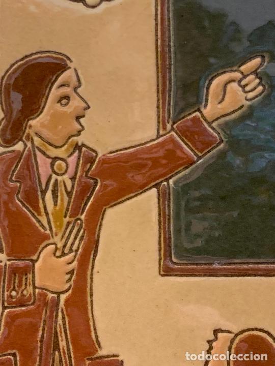Antigüedades: Antiguo azulejo de ceramica vidriada de VILA-CLARA. Escuela, profesor o maestra. Mide unos 30x16cms - Foto 3 - 279456328
