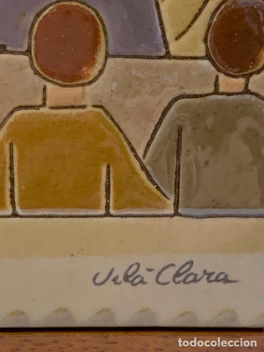 Antigüedades: Antiguo azulejo de ceramica vidriada de VILA-CLARA. Escuela, profesor o maestra. Mide unos 30x16cms - Foto 5 - 279456328