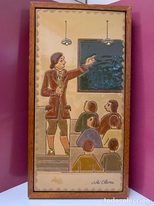 ANTIGUO AZULEJO DE CERAMICA VIDRIADA DE VILA-CLARA. ESCUELA, PROFESOR O MAESTRA. MIDE UNOS 30X16CMS (Antigüedades - Porcelanas y Cerámicas - Catalana)