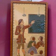 Antigüedades: ANTIGUO AZULEJO DE CERAMICA VIDRIADA DE VILA-CLARA. ESCUELA, PROFESOR O MAESTRA. MIDE UNOS 30X16CMS. Lote 279456328
