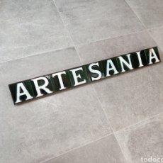 Antigüedades: ANTIGUO CARTEL DE AZULEJOS VIDRIADOS EN RELIEVE ARTESANIA. Lote 279478133